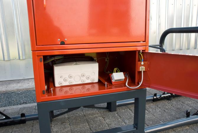 Sistema di parcheggio bici dotato di un box con ricarica elettrica