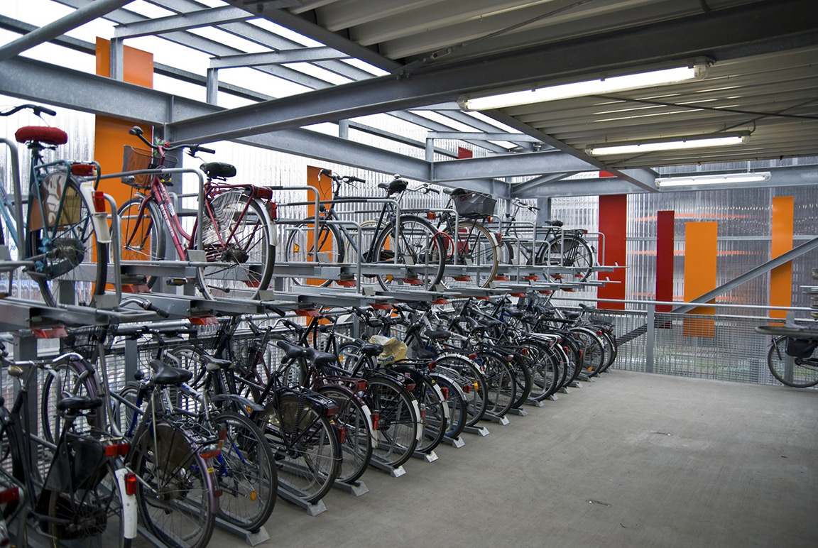 Sistema di parcheggio per biciclette a doppio livello